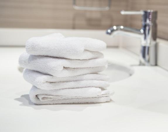 ... alt mach neu – In 4 Schritten das alte Badezimmer modern umgestalten