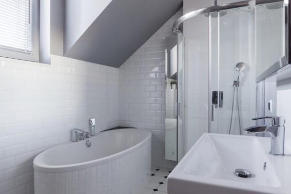 Dusche Dachschrage Fenster: Vorhang Als Raumteiler Dachschräge. Kleines Badezimmer Mit Schrge