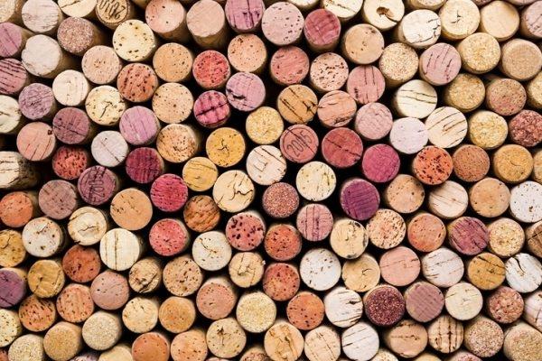 DIY-Badematte aus alten Weinkorken