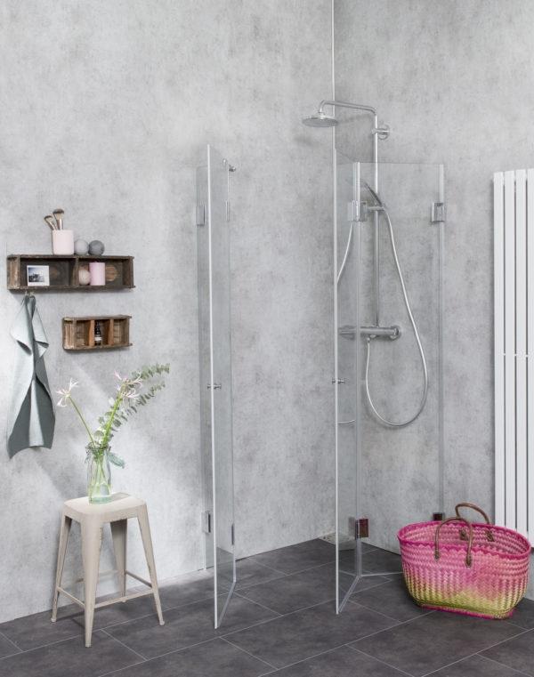 Dusche mit Falttüren