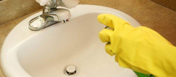 Waschbecken putzen