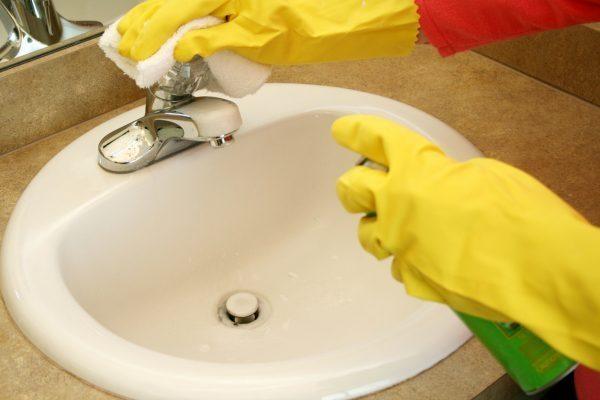 Endlich sauber: So putzen Sie Ihr Bad schnell und effektiv