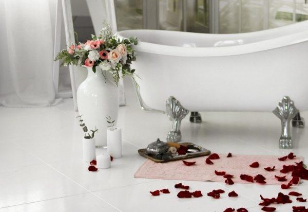 Badezimmer mit Rosen