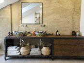 Modernes Badezimmer mit mexikanischen Waschbecken