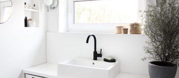 karinas bad schlichte gem tlichkeit in schwarz wei. Black Bedroom Furniture Sets. Home Design Ideas