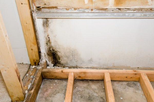 Wasserschaden im Bad: Was tun? Hilfe & Tipps