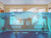 überschwemmte Wohnung nach Wasserschaden im Bad - Symbolbild