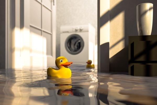 überflutete Wohnung nach Wasserschaden
