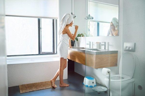 Kalk im Bad mit Hausmitteln entfernen