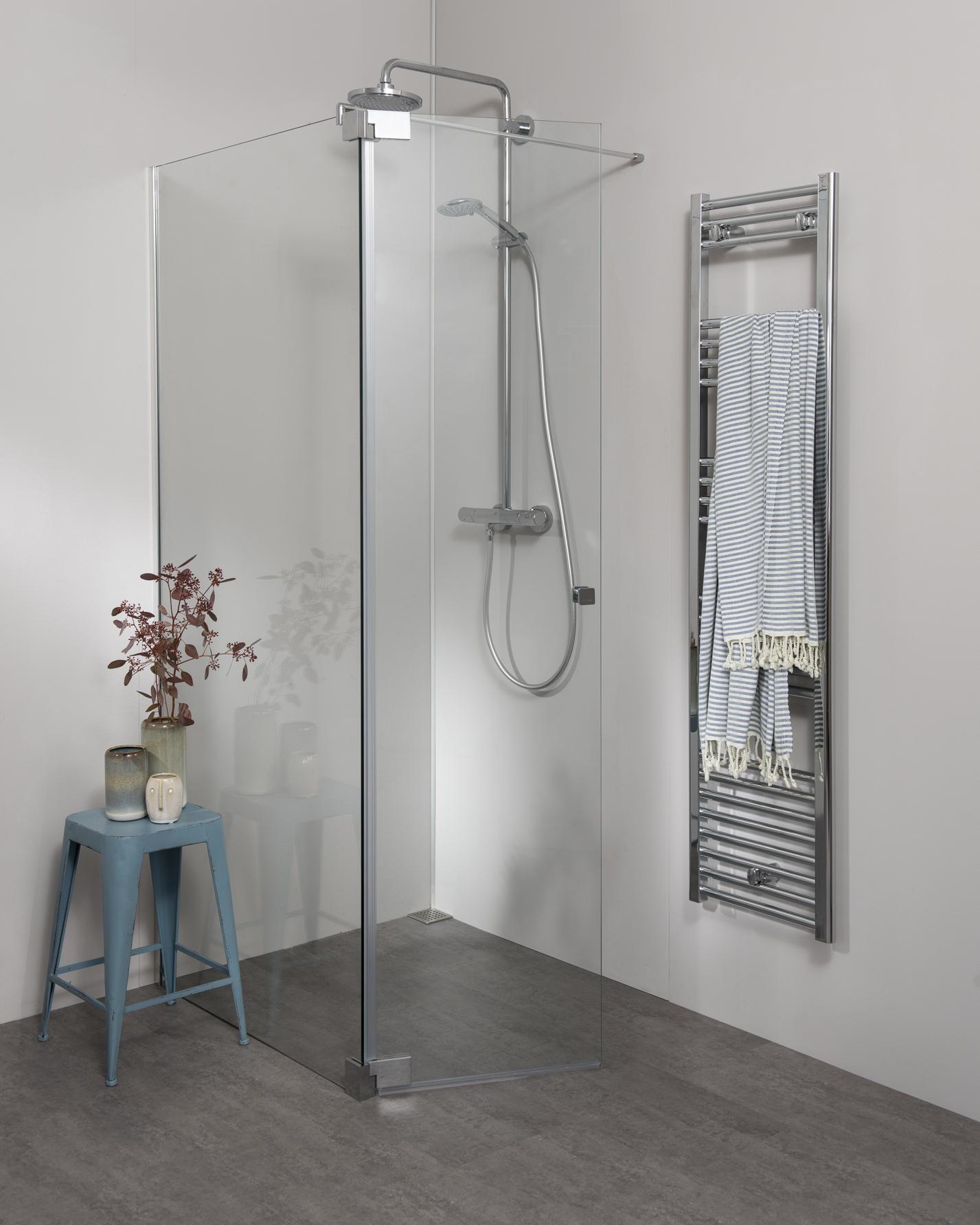 Moderne Duschkabine freistehend