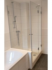 Dusche neben Badewanne A2K